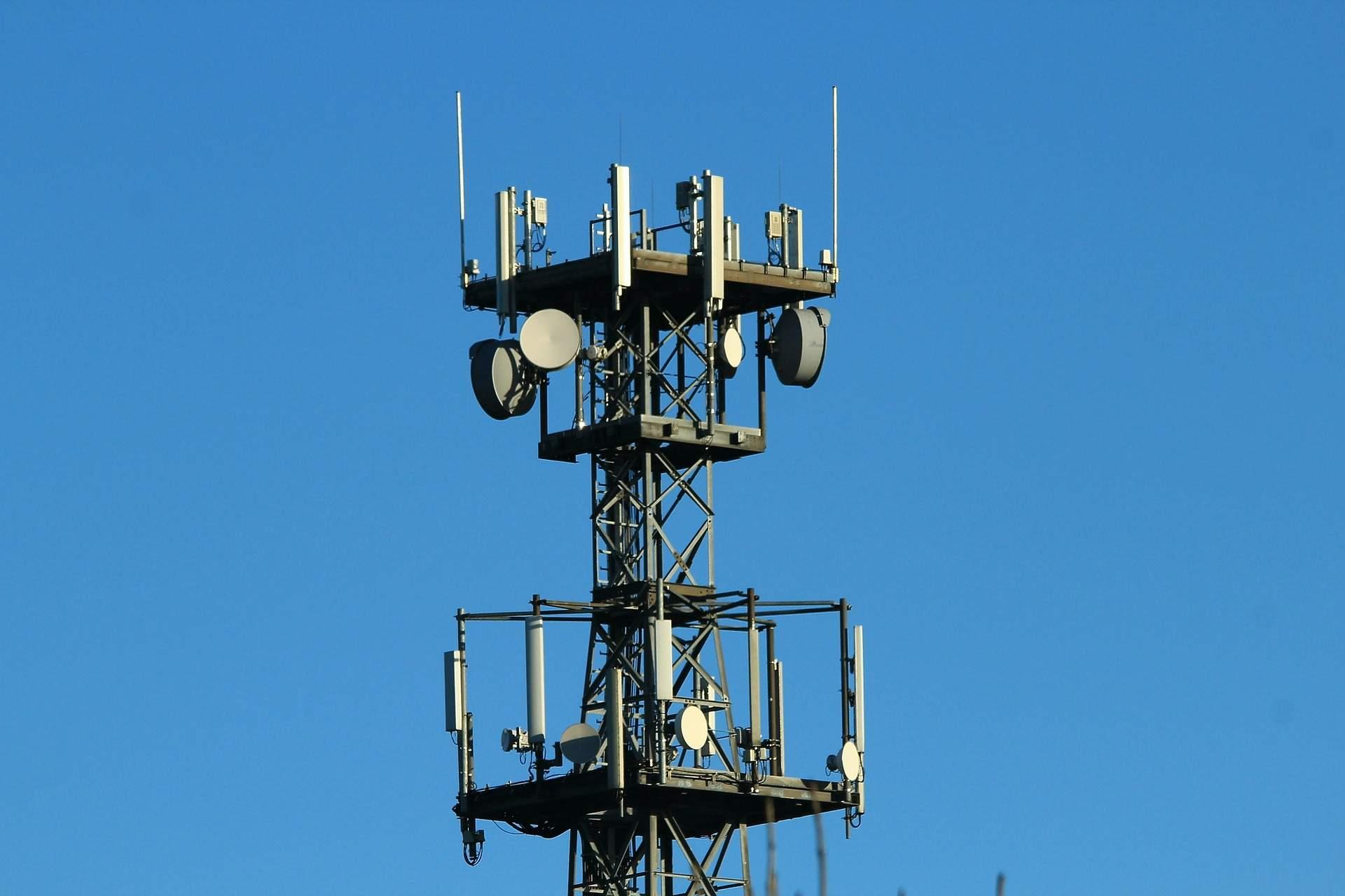 radio-mast-561650_1920 frei